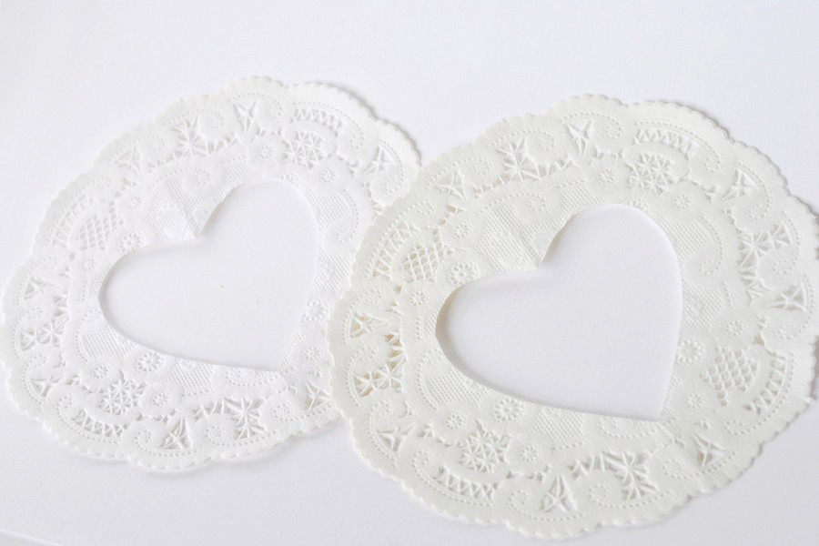 DIY-Bookpage-Doily-Sweetheart-Bunting-Doily-Hearts-900x600