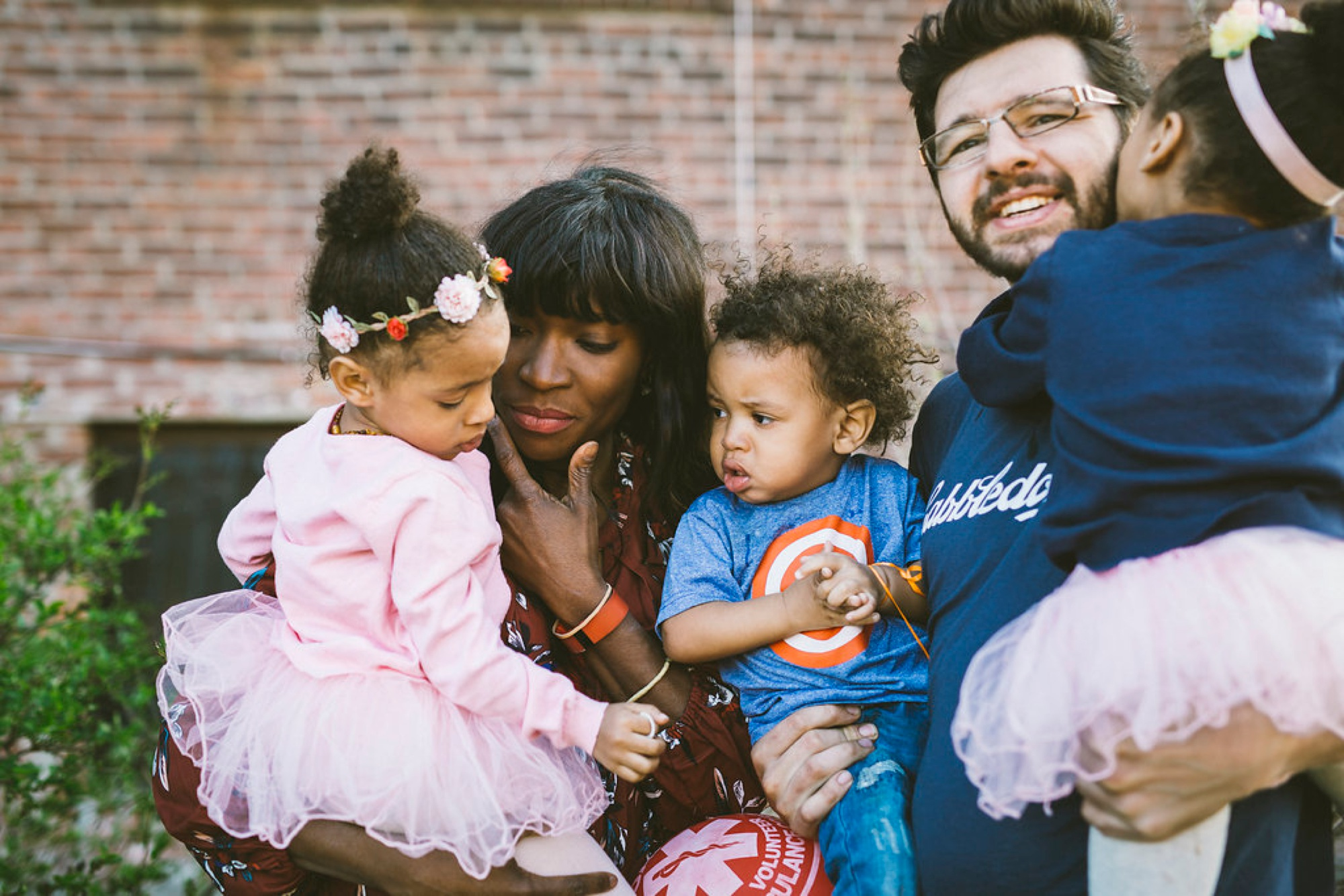 New York Urban Family Session, family of 5 posing, what to wear for family pictures