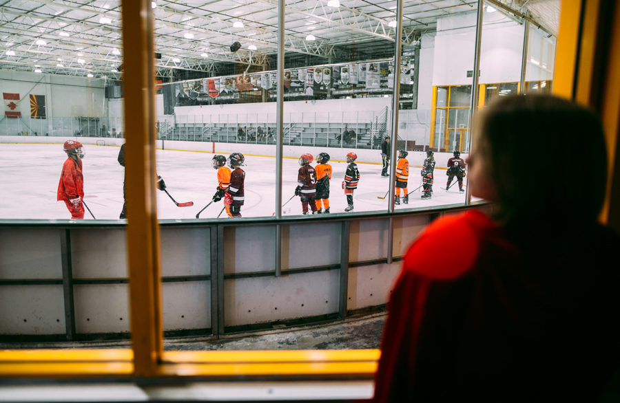 kid sports pictures, taking indoor sport pictures, hockey