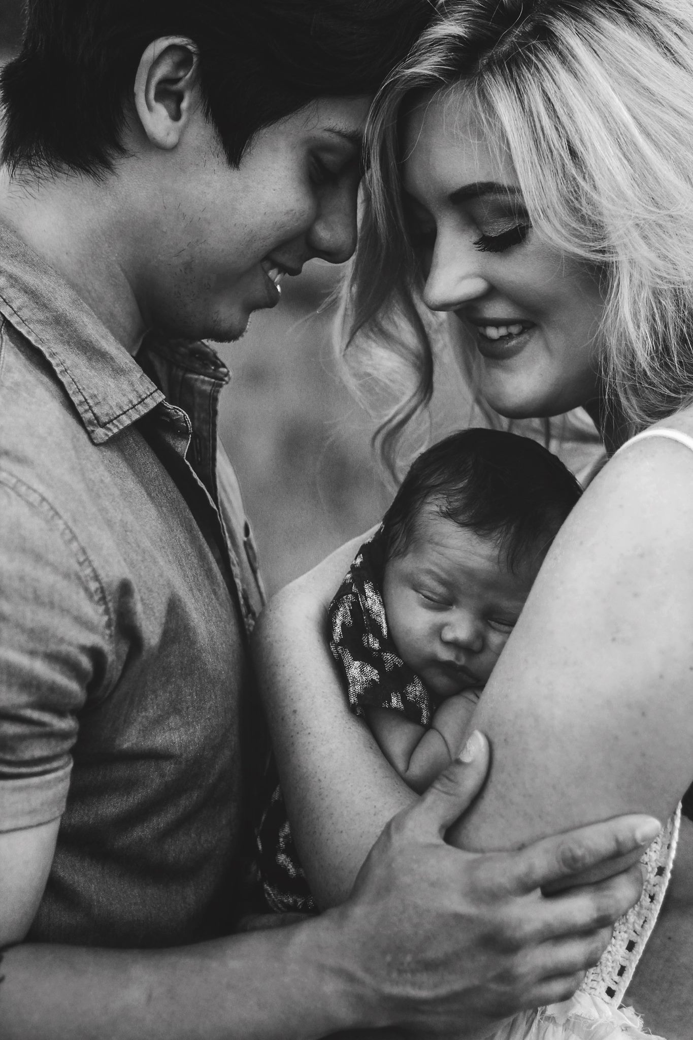 newborn parent poses, daily fan favorite
