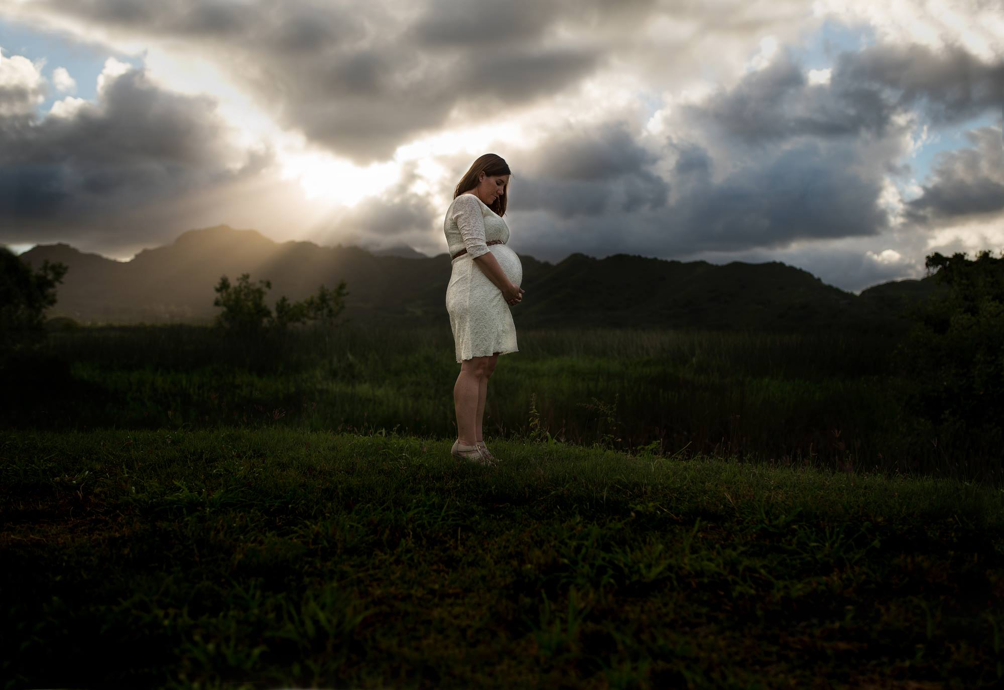 dramatic maternity pictures, the daily story