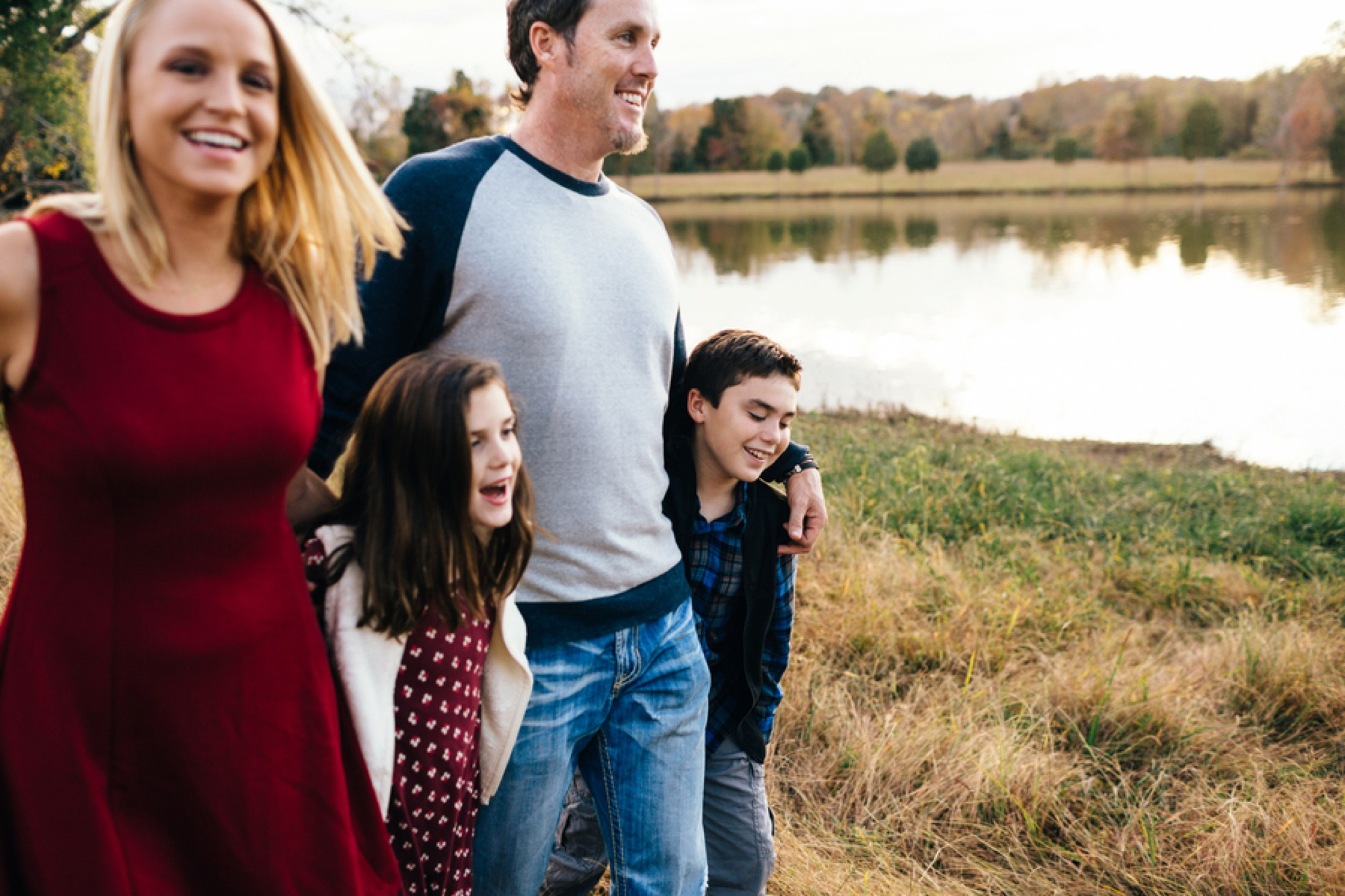 family of 4 picture ideas, fall pictures, what to wear for family pictures, Lakeside Fall Family Session