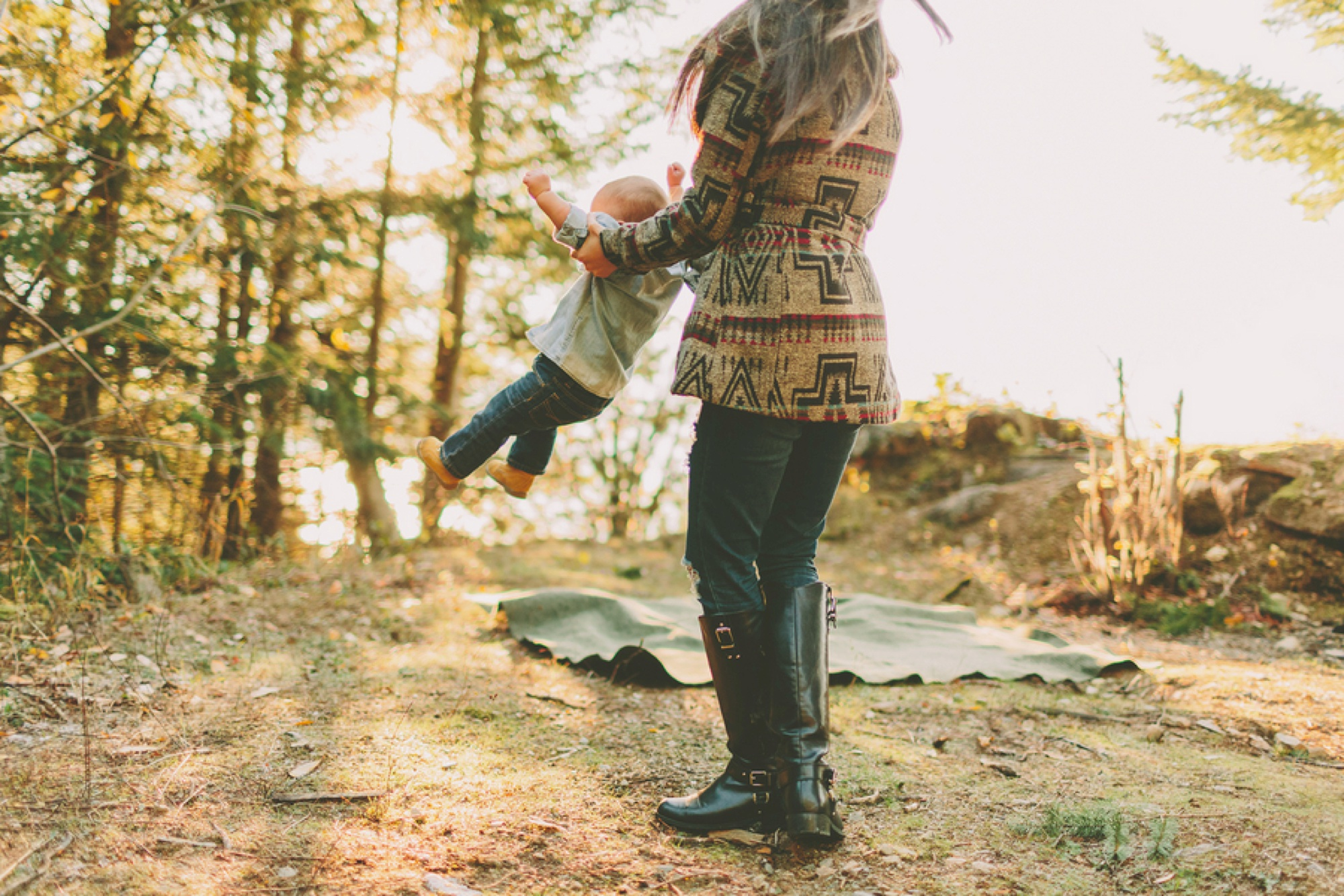 family of 3 picture ideas, camping family pictures, rustic family pictures, what to wear for family pictures, Rustic Mountain Top Family Session