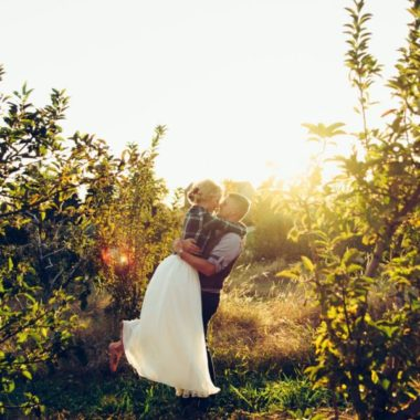engagement picture poses, daily fan favorite