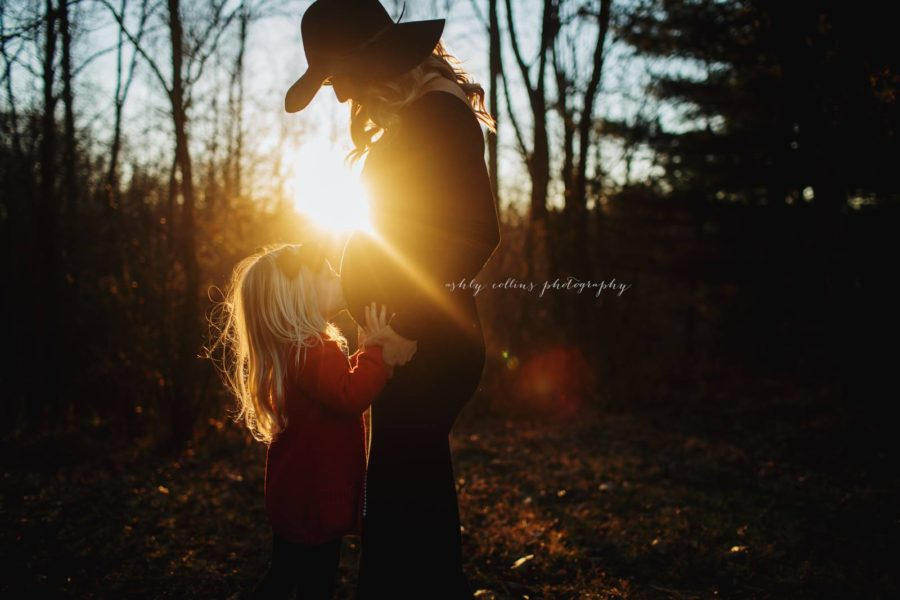 mother daughter maternity pictures, the daily story