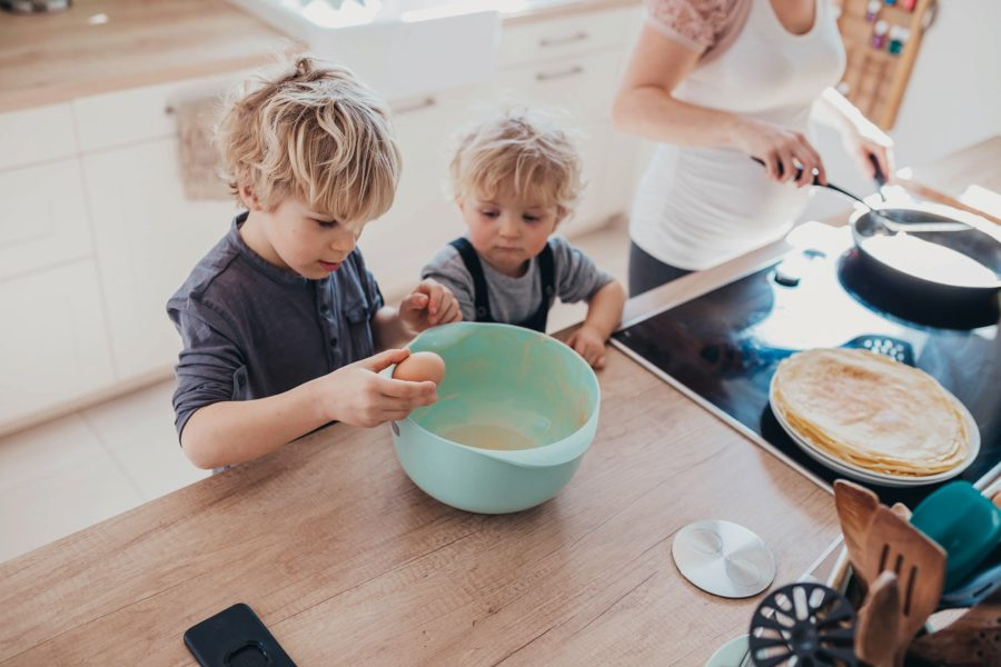 brothers helping mom cook, Mom and Son Baking Pictures