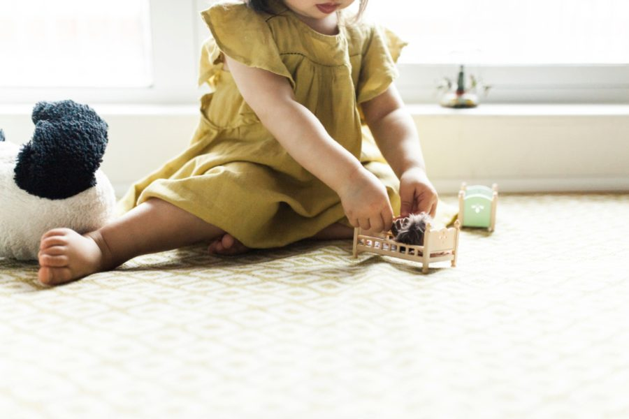 little girl playing, Urban Family Pictures in Brooklyn , lifestyle picture,