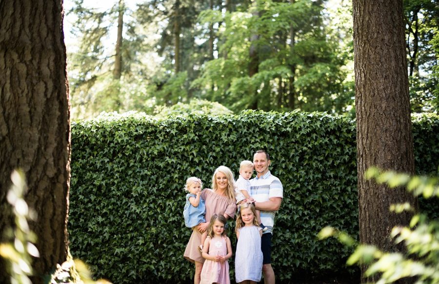 Poses for family of 6, Sunny Family of Six Pictures in Washington