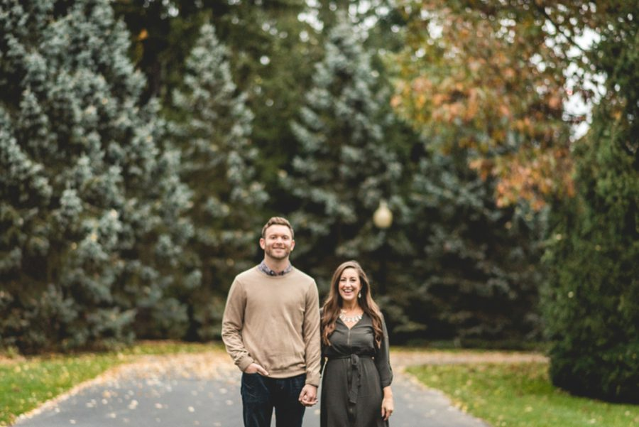 engagement poses, Autumn Engagement Pictures at Indianapolis Museum of Art