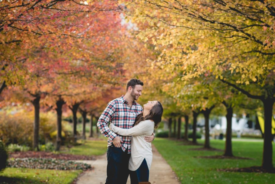 fall engagement session ideas, Autumn Engagement Pictures at Indianapolis Museum of Art