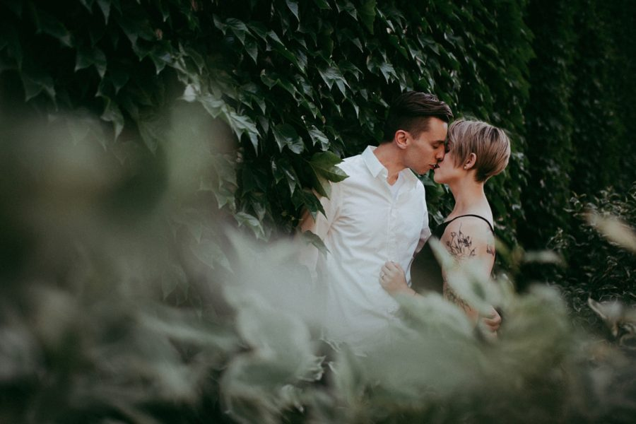 kissing engagement pictures, couple picture ideas, Urban Couple Session in Downtown Ontario