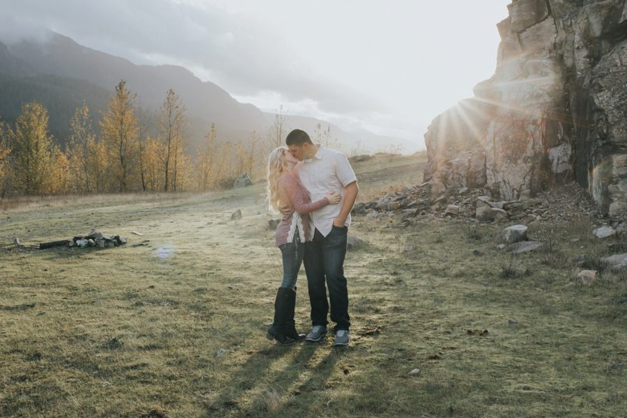 couple hugging in sunlight, Romantic Columbia Gorge Engagement Pictures in Oregon