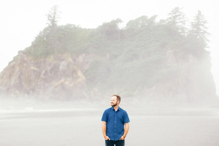 father-to-be pictures, Ruby Beach Intimate Maternity Pictures in Washington