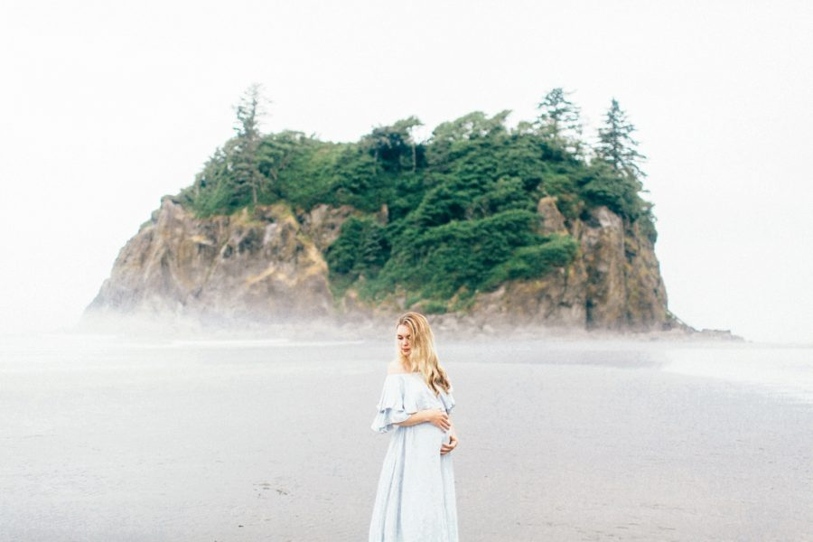 foggy beach maternity pictures, Ruby Beach Intimate Maternity Pictures in Washington