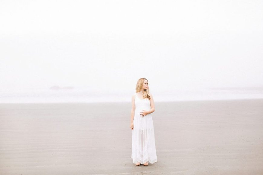 beach maternity poses, Ruby Beach Intimate Maternity Pictures in Washington