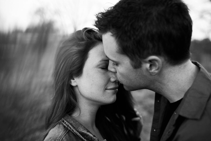 romantic maternity poses, Twins Maternity Pictures in Ontario