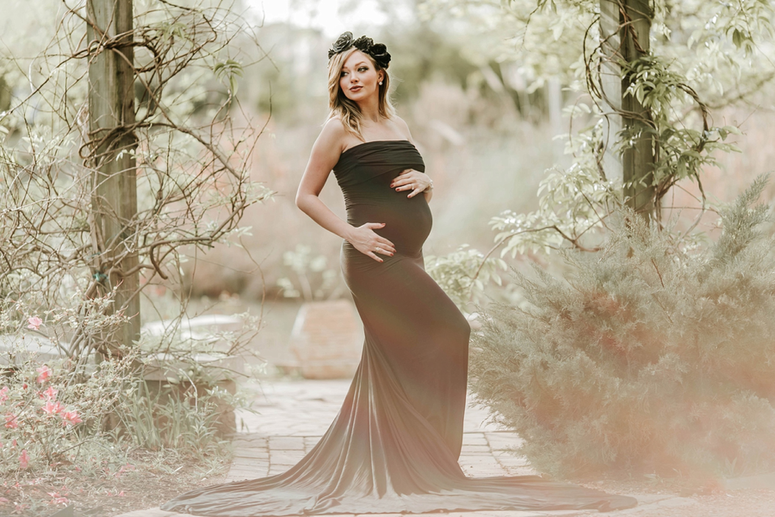 Southern Charm Rustic Maternity Pictures in Texas » Beyond The ...