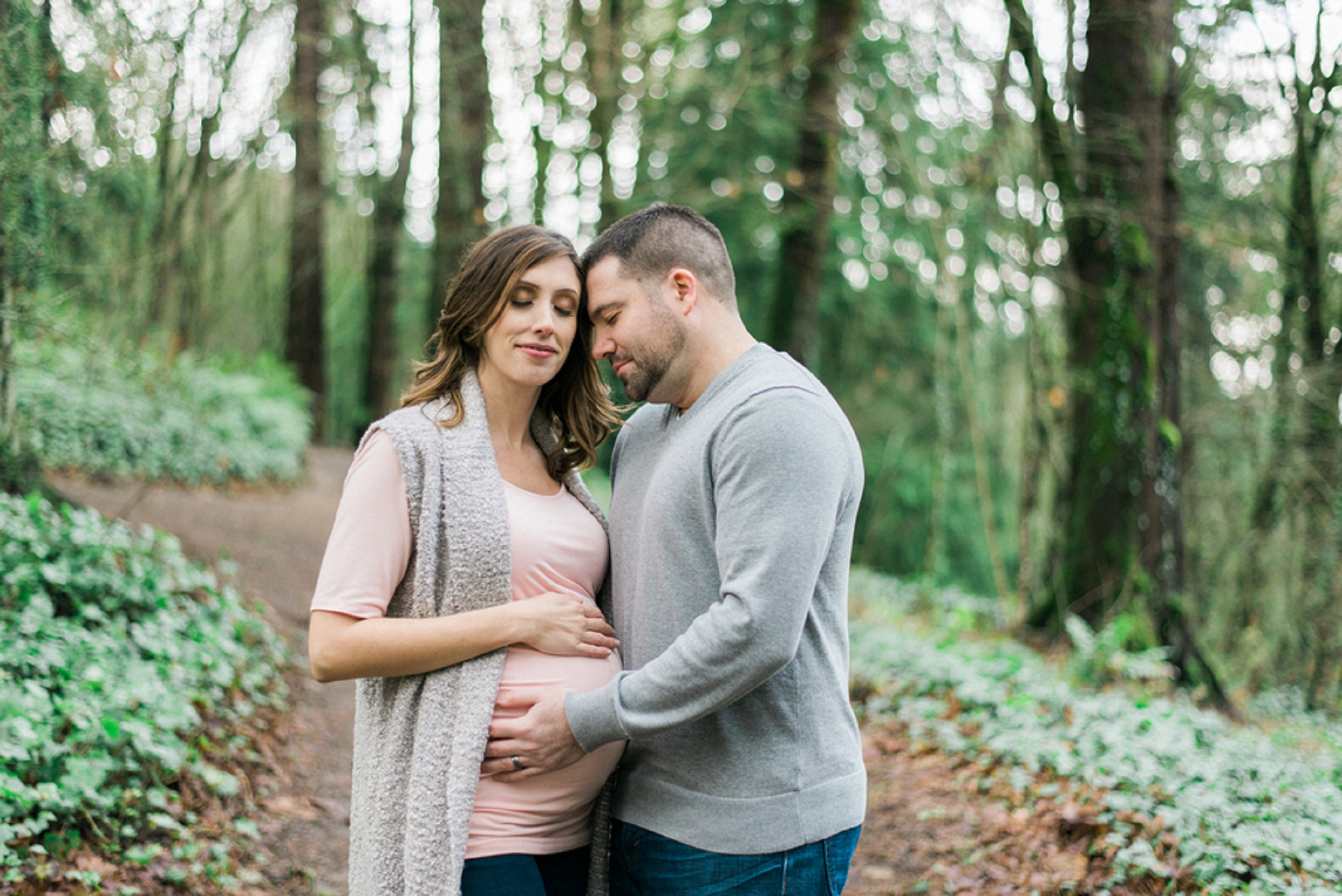 Maternity posing ideas, What to wear for maternity pictures, outdoor maternity session, Baby bump, Classic Portland Maternity Photos