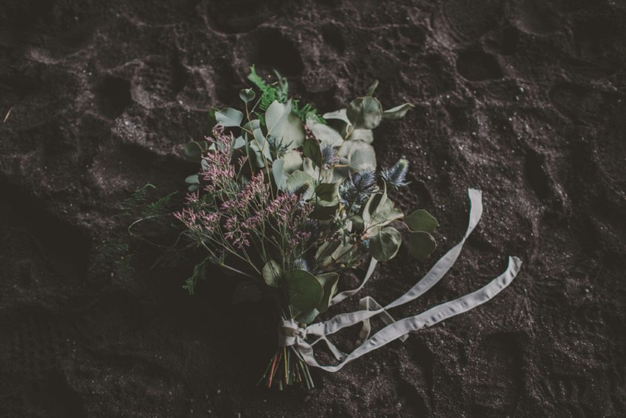 flower bouquet on beach, simple bridal bouquet, Styled Elopement Pictures in Iceland
