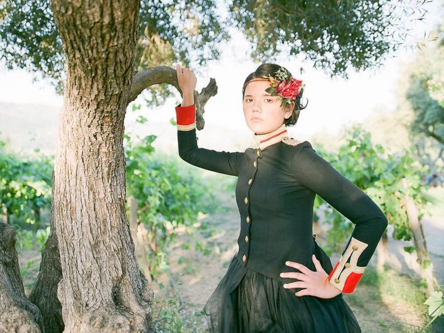 girl with hand on tree, posed picture of girl in queen outfit, The Red Queen: Stylized Teen Photo Shoot in California