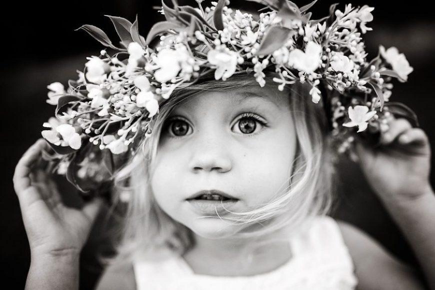 Jordan Voigt Photography - Little flower girl - lifestyle kid pictures