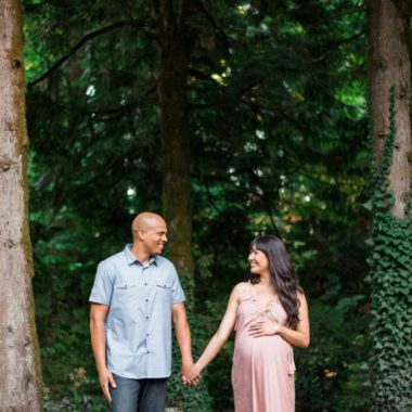 Gorgeous Outdoor Maternity Pictures, Pittock Mansion Gardens Maternity Session