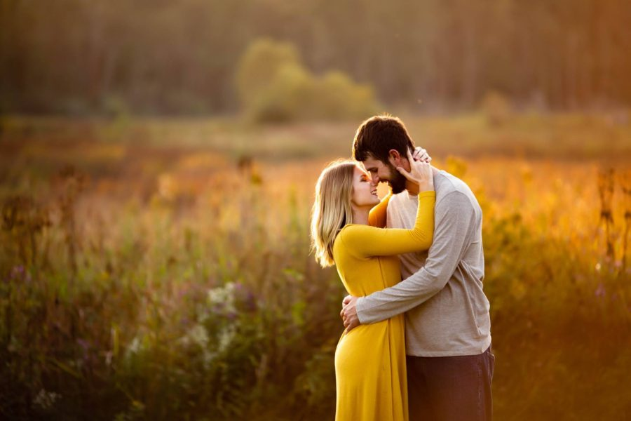 fall couple pictures, engagement pictures, what to wear for couple pictures