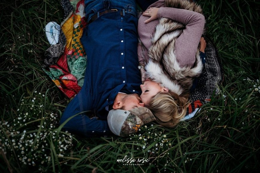 maternity pictures, poses for maternity pictures, couples, fall maternity pictures