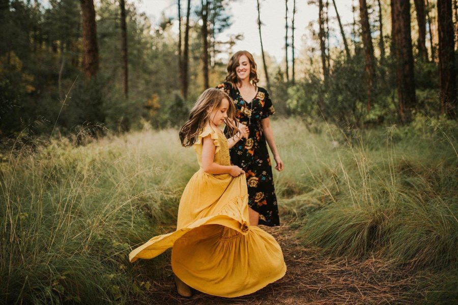 fall family pictures, mom and daughter pictures, what to wear for fall pictures