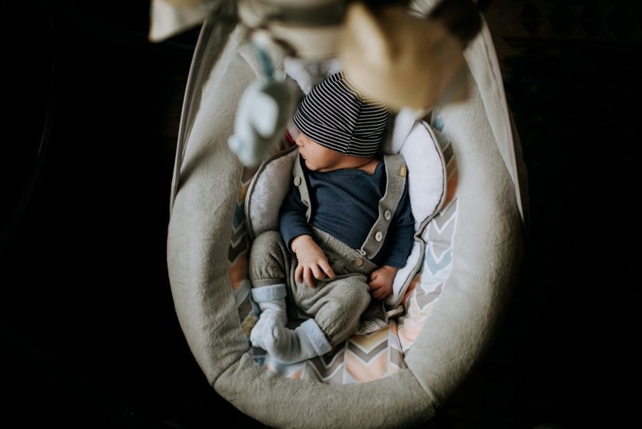 lifestyle newborn, in-home newborn pictures, lifestyle newborn pose ideas