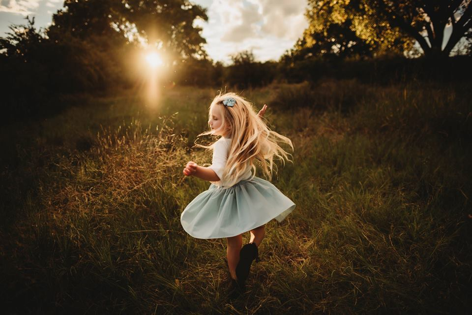 young girl dancing in pretty light, open field pictures, lifestyle kid pictures, what to wear for children pictures