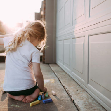 childhood, kid pictures, lifestyle kid pictures, kids playing with chalk, outdoor lighting for children portraits